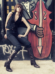 the model & the bass player (matteoprez) Tags: color colour london digital iso100 colore olympus nadine dslr modelling camdentown 43 zd fourthirds 1160th esystem f39 quattroterzi 1442mm oldschooldigital zuikoed e410 matteoprezioso nadinesalem