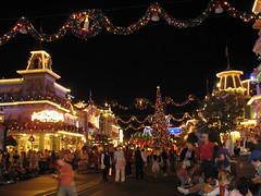 Main Street (disneylori) Tags: christmas mainstreet disney disneyworld christmasdecorations wdw waltdisneyworld magickingdom mainstreetusa mickeysverymerrychristmasparty mvmcp canonpowershota610