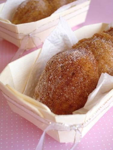 Pear cinnamon madeleines