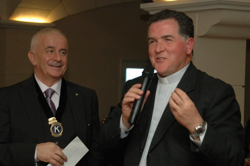 Don Giuliano  e il Dottor Francesco Bravi, presidente del Kiwanis International