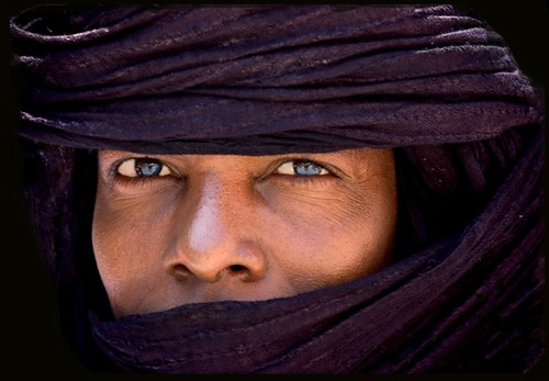 north african-tuareg tribesman - by Lee McLaughlin- eTrips