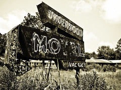 Underwood Motel Sign (tantrum_dan) Tags: abandoned sign neon florida motel olympus underwood starke e500 tantrumdan tantrumimagery