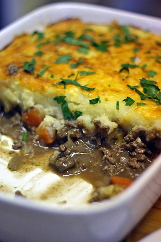 Cottage pie with cheese crust