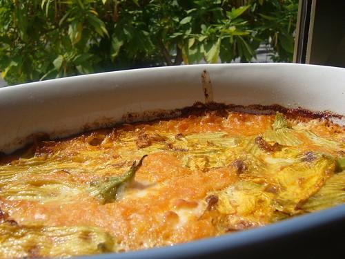 Crema di zucca e fiori di zucca con formaggio francese