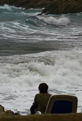 cuando ests quieto, todo se mueve (domibrez) Tags: sea azul mar agua marejada tormenta mallorca olas pensar mover hamaca orilla quieto marea domibrez