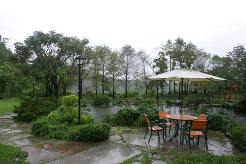 你拍攝的 三富花園農場:雨中即景。