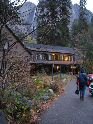 Yosemite Lodge at the Falls. Photo by tomsaint11