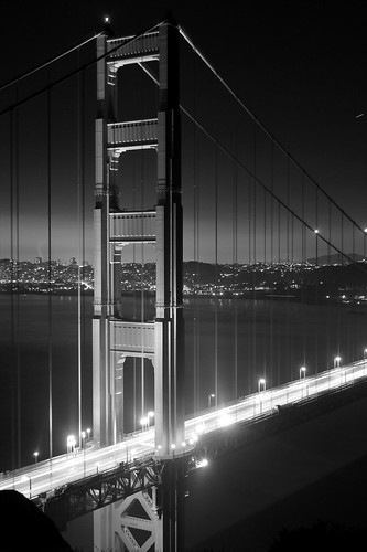 golden gate bridge in black and white at night