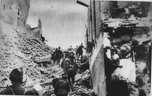 Milicianos republicanos al asalto del Alcázar de Toledo