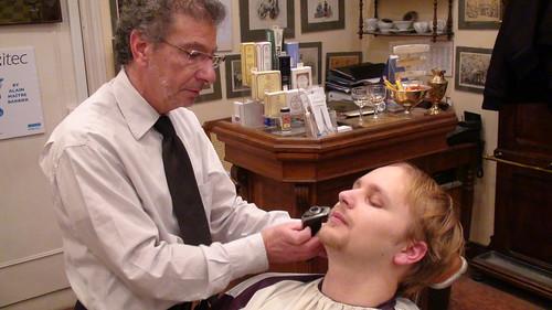 Fredpointzéro se fait raser par Alain, Maitre barbier avec un Arcitec
