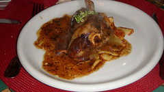 Jarrete de cordero con salsa provenzal