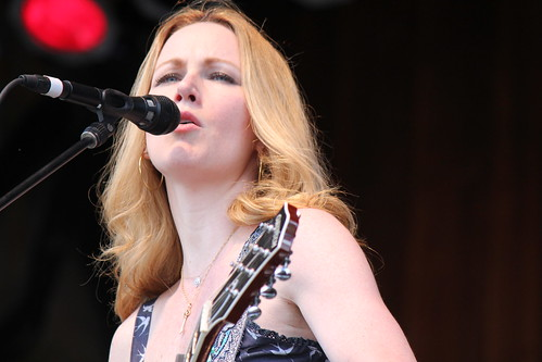 Allison Moorer eyes