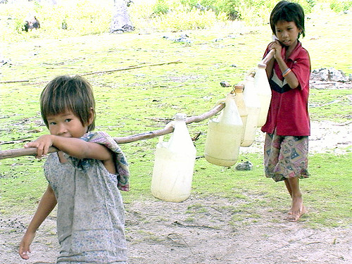 Philippinen  菲律宾  菲律賓  필리핀(공화국) Pinoy Filipino Pilipino Buhay  people pictures photos life boy,  Philippines, rural, scene, working, young Tawi-tawi, Mindanao