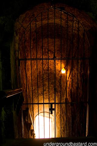 prison cell, el morro (iphone wallpaper)