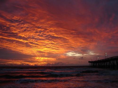 Sunrise at Virginia Beach fishing pier (19th St)