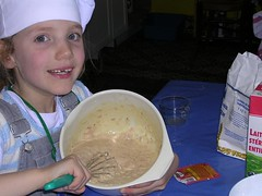 Clara en petit cuistot (eric.delcroix) Tags: clara portrait cooking girl face kids kid nikon cook coolpix cooker enfant fille childen e3100