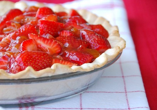 strawberry pie half white