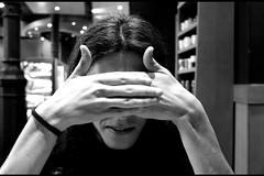 X (Iris M.M.) Tags: portrait bw hands retrato manos bn mans anonymous retrat annimo digitalcameraclub annim neroamet