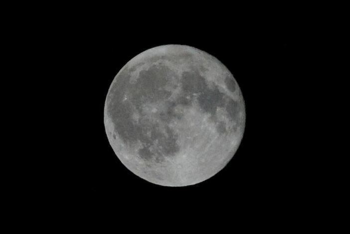 Lua Cheia a Preto e Branco