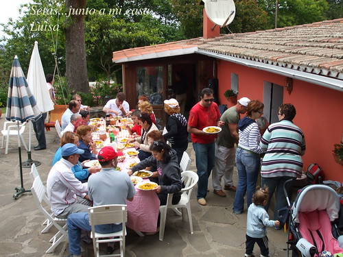 Grupo el Pollo enel patio