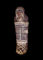 Mummy of an infant, 40-55 A.D. (Kintzertorium) Tags: death mummy ancientegypt humantissue romanperoid 4055ad burialcloth egyptologia kintzertorium