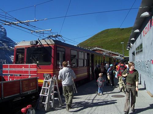 Loading up at Kleine Scheidegg