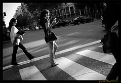 Street Photography, Madrid, Espaa (publikaccion.es) Tags: madrid street urban bw espaa white black blanco spain nikon negro creative streetphotography commons bn cc urbana 2008 urbe urbanita 18200mm d80 blackwhitephotos sauvette publikaccion