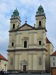 Farní kostel Nanebevzetí Panny Marie Valtice (Zruda) Tags: church geotagged czechrepublic valtice southmoravianregion geo:lat=48741832 geo:lon=16756221