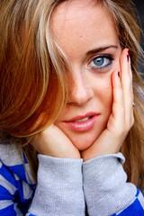 sweet vamp ( creativit e follia ) Tags: portrait sexy donna grigio bordeaux sguardo femmefatale bella azzurro ritratto occhio bocca ragazza bionda volto felpa smalto ciuffo occhiazzurri