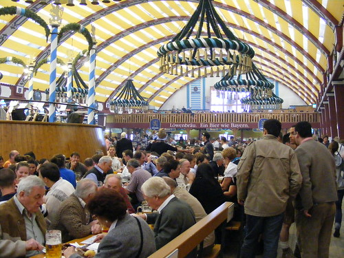 Una carpa del Oktoberfest por dentro