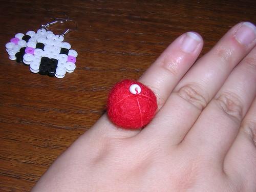 anillo de bola de fieltro