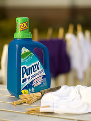 Purex 02 (Chayanne Jol) Tags: blue fence table outdoors purple clean laundry clothespins detergent purex laundrydetergent