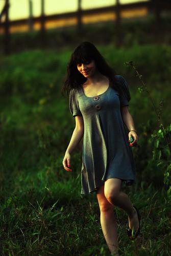 フリー画像| 人物写真| 女性ポートレイト| 白人女性| ワンピース|       フリー素材|