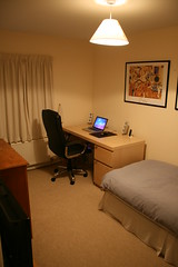 Desk and Bed (William Hook) Tags: apple computer mouse living pc dock bedroom mac aluminum room sony os x clean g5 messy workspace late neat lcd 2008 speakers tuaw hdtv  logitech tidy iphone kdl macbook z4i 32v4000