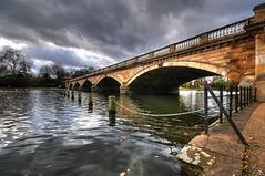 The Serpentine Bridge in Hyde Park, London (5ERG10) Tags: bridge november autumn england sky seagulls lake reflection london water sergio birds clouds photoshop nikon perspective wideangle handheld hydepark 2008 hdr highdynamicrange serpentine d300 3xp photomatix sigma1020 amiti 5erg10 sergioamiti