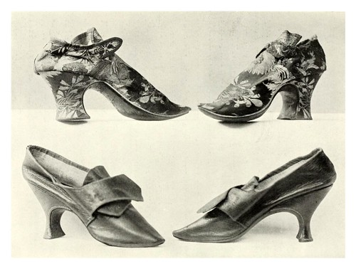 027-Zapatos del siglo XVII-Royal and historic gloves and shoes – 1904- Redfern W. B