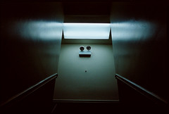 20110609_nikon.jpg (rivos) Tags: usa chicago 35mm hostel illinois kodak bessa rangefinder creepy lamps traveling fullframe bessar kodakgold200 gold200 voigtlnderbessar 201011 trip2010