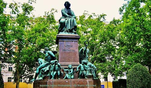 Áustria - Viena - Ludwig Van Beethoven é o triunfo pessoal sobre a tragédia  e realização musical supremo.  Um homem complexo e brilhante.