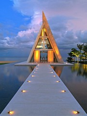 Conrad Hotel Bali - Wedding Chappel I (yushimoto_02 [christian]) Tags: wedding sunset bali reflection architecture canon reflections indonesia geotagged mirror arquitectura asia asien boda symmetry architektur mariage hochzeit indonesien nusadua architectura kapelle heirat chappel conradhotel justimagine 3000v120f weddingchappel perfectangle megashot hochzeitskapelle beautifulbali exploredcanonpowershotg7