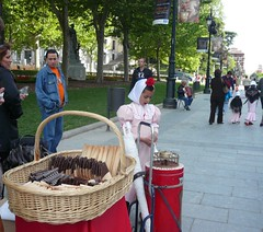 San Isidro, Madrid, Spain (balavenise) Tags: madrid costume spain folklore job selling streetseller chulo palacioreal vente sanisidro mtier vendeur chulera barquilleros mayo15 peopleselling