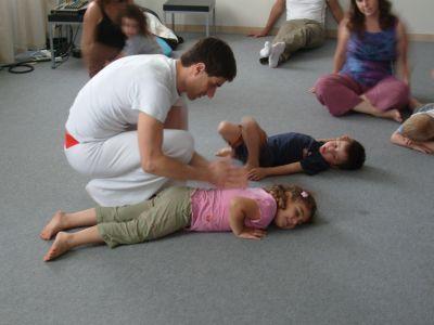 שיעור יוגה לילדים