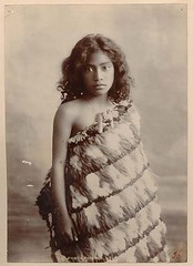 Young Maori Girl image estimated at around 1910