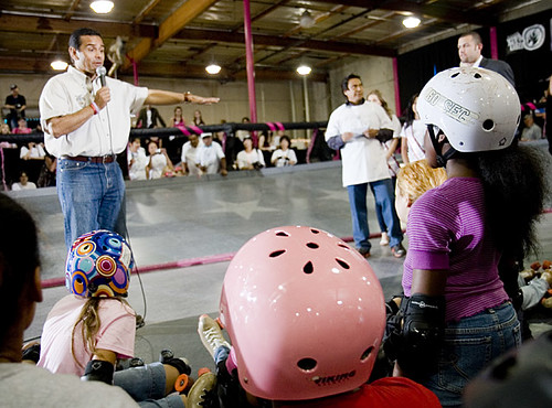 Mayor Villaraigosa addresses kids
