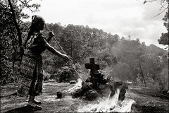 Rituales (Rai 幻の光) Tags: camera blackandwhite mountains art film monochrome canon guatemala ceremony rangefinder flame ritual canonet ql17 giii chichicastenango centralamerica efke centroamerica adox chs100 bupxbitdoc