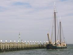Harbour Oudeschild Texel (ToJoLa) Tags: summer water canon boot boat sailing harbour 101 2008 texel oudeschild canong9 goldstaraward