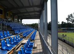 Tribuene08 (Kurrat) Tags: stadion emden fusball tribne sitzpltze kickersemden bsv dritteliga behelfstribne