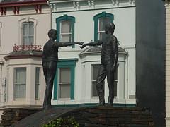 2002-090503 (bubbahop) Tags: 2002 ireland statue hands londonderry northernireland across derry divide handsacrossthedivide europetrip10