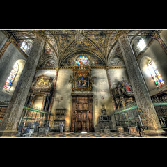 Cathedral of Saint Lorenzo - (at the back) (R.o.b.e.r.t.o.) Tags: italy church bravo italia sanlorenzo duomo roberto perugia hdr umbria italians cattedrale themoulinrouge magicdonkey abigfave specialtouch holidaysvacanzeurlaub infinestyle theunforgettablepicture overtheexcellence anticando davincitouch lesamisdupetitprince