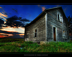 The Haunted (Pierre Contant) Tags: canada photoshop nikon quebec pierre farm tripod wideangle haunted tokina oldhouse abandon amos hdr superwideangle abitibi thehaunted d300 cs3 temiscaming 1116 contant abitibitmistamingue tokinaatx116prodx pierrecontant