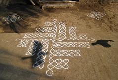 "a ""kolam"" ( noborders) Tags: india art canon colours ixus dailylife tamilnadu kolams 850is janfeb2008"